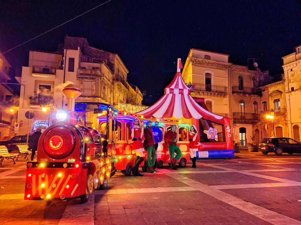 Noleggio-Trenino-Turistico-per-una-festa-in-piazza-o-sagre-di-paese